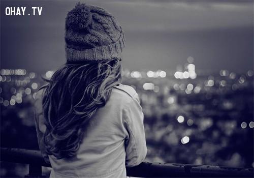 """2. Luôn tắt trò chuyện, luôn đăng status ở chế độ """"chỉ mình tôi"""",Khi ta cô đơn,cô đơn"""