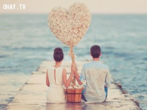 Tình yêu tìm được thì tốt, nhưng không kiếm mà được còn tốt hơn nhiều.,William Shakespeare,câu nói bất hủ,châm ngôn sâu sắc,câu nói hay,bài học cuộc sống,suy ngẫm