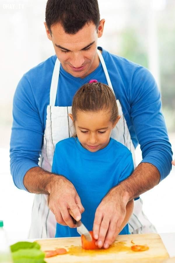 Xem người thân nấu ăn,khoảnh khắc quan trọng,kỷ niệm,khoảnh khắc cuộc sống