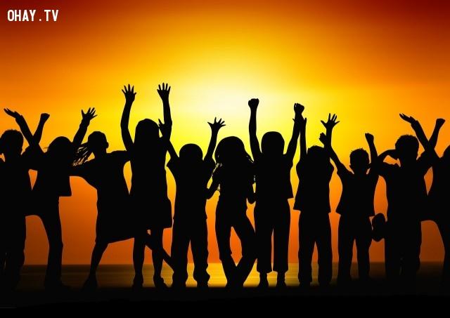12. Con cái bạn chỉ có một tuổi thơ. Bạn muốn chúng nhớ lại gì khi đã lớn?,câu nói hay,suy ngẫm,câu nói truyền cảm hứng
