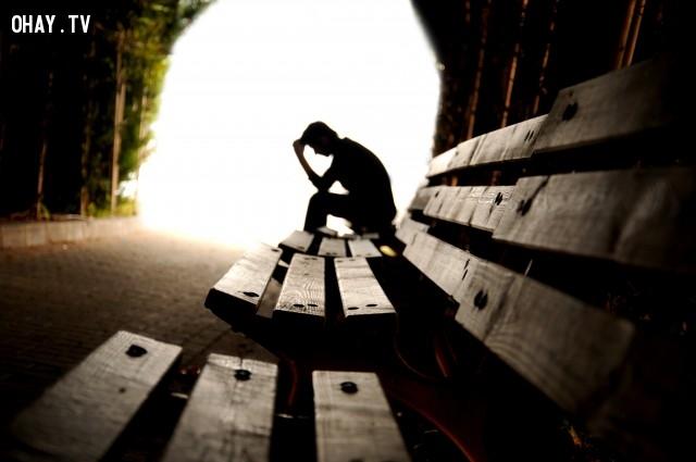 9. Cẩn thận với những suy nghĩ của bạn khi ở một mình, và cẩn thận với ngôn từ của bạn khi ở chốn đông người. ,câu nói hay,suy ngẫm,câu nói truyền cảm hứng