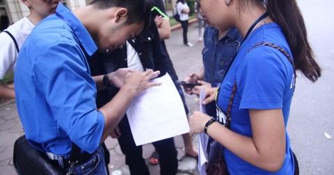 Tiếp sức mùa thi 2016: Màu áo xanh lan tỏa yêu thương ngày thi năng khiếu báo chí