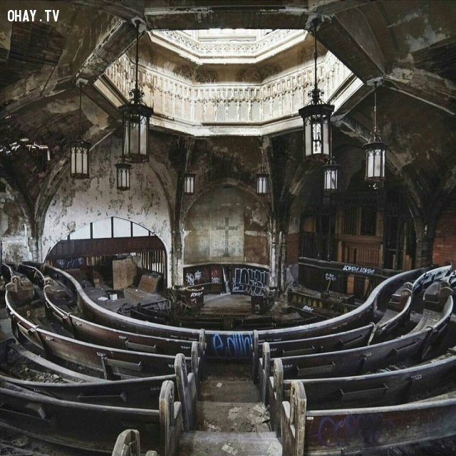 Một nhà thờ bỏ hoang ở Detroit, Hoa Kỳ,địa điểm hoang vắng