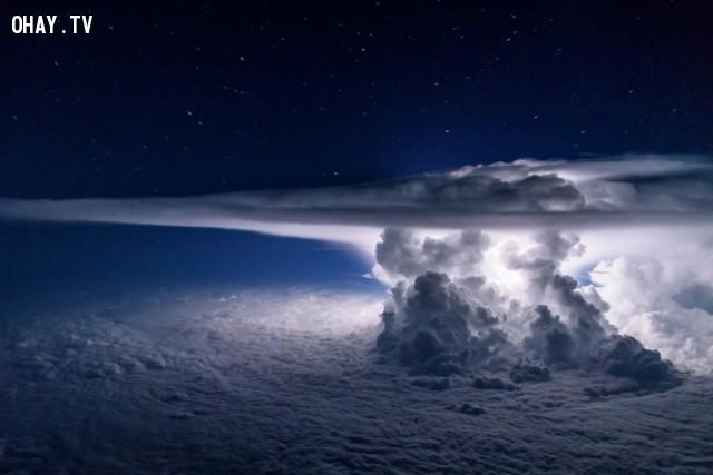 Sự hình thành cơn bão được quan sát từ máy bay ở độ cao 11 000 mét.,ảnh đẹp,ảnh không photoshop