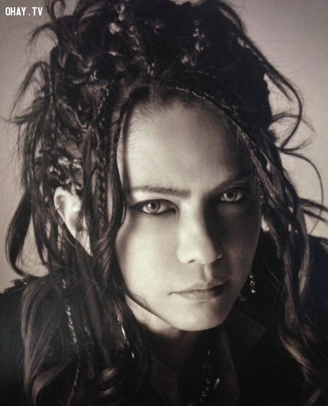 Hyde (Hát chính),ma cà rồng