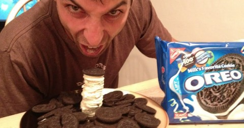 Trắc nghiệm tính cách qua cách ăn bánh quy Oreo