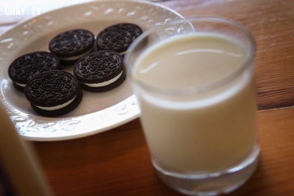 E. Nhúng bánh vào sữa hoặc cà phê,trắc nghiệm vui,trắc nghiệm tính cách,trắc nghiệm tâm lý
