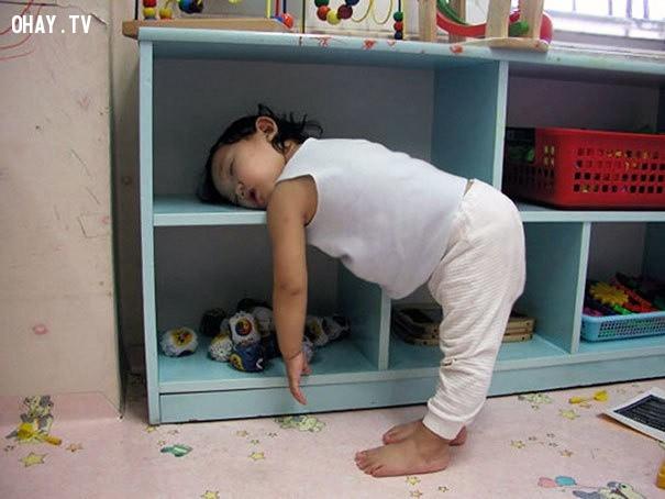 Đó có thể là tài năng, ngủ ở một góc 90 độ,trẻ em