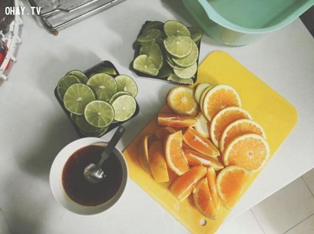 Chuẩn bị đồ uống dành cho 1 ngày: 1 quả cam vàng, 4 quả chanh Đà Lạt(không có hạt rất tiện), mật ong rừng nguyên chất, 1 lít nước.,công thức,vàng,một tháng,giảm 10kg,an toàn