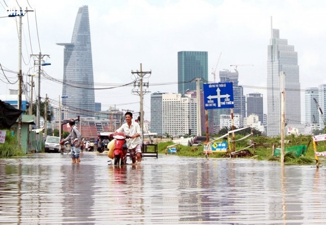 Cảnh nhìn về biểu tượng Bitexco mùa nước nổi.,mùa mưa,ngập nước,cấp thoát nước,thủy triều