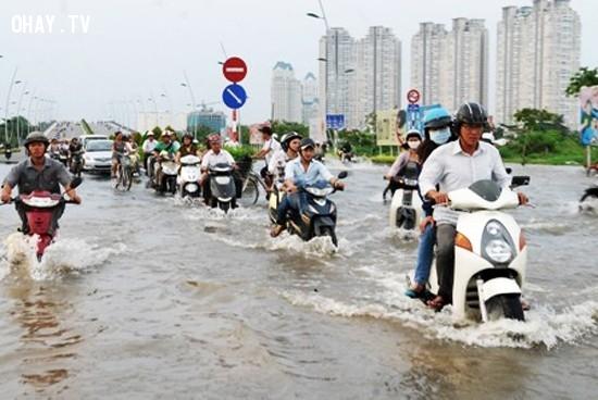 Khu vực Văn Thánh nước ngập qua khỏi bánh xe.,mùa mưa,ngập nước,cấp thoát nước,thủy triều