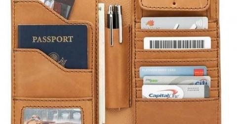 7 vật dụng cần thiết bạn nên cất giữ trong ví cầm tay của mình