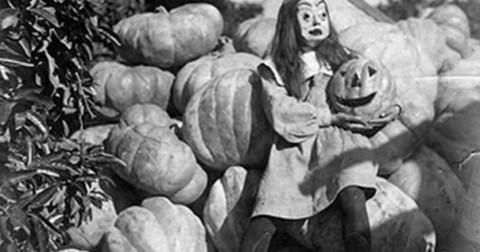 Bộ ảnh Halloween đen trắng không nên xem vào buổi tối