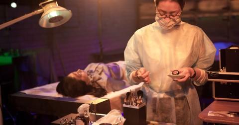 Trang điểm xác chết - một nghề không hề đơn giản
