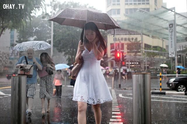 ,mặc đẹp,thời trang mùa mưa,quần cullottes,mẹo mặc đẹp,Sài Gòn thất thủ
