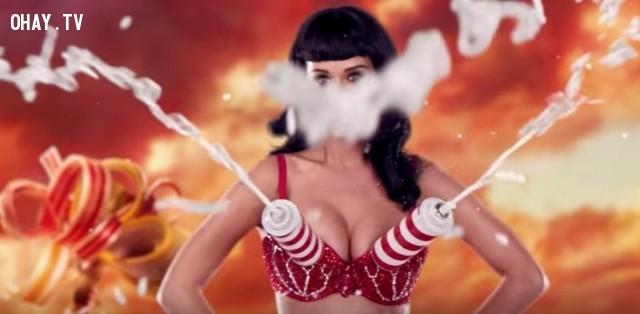 3. Chiếc áo ngực phun sữa của Katy Perry.,áo ngực độc đáo,áo ngực lạ