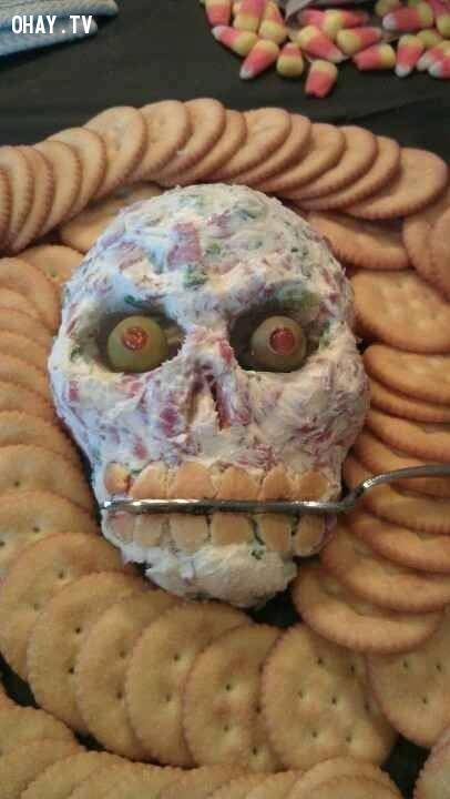Không phải thật đâu chỉ là thức ăn thôi nhé,halloween,trang trí món ăn,trang trí halloween,kinh dị