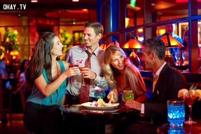 4. Tụ tập bạn bè nhiều hơn nữa,tuổi 22,những việc nên làm,tuổi trẻ