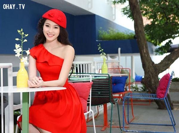 5. Đầm xòe màu đỏ lệch vai.,đầm xòe,thời trang nữ