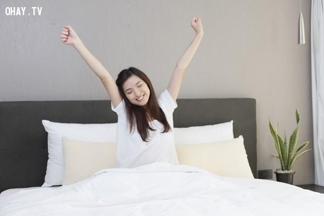 6. Thức dậy trong bóng tối,sai lầm phổ biến,thói quen sai lầm,thói quen xấu,giấc ngủ,thức dậy