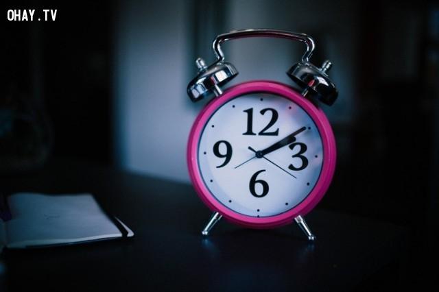 1. Nhấn nút hoãn báo thức,sai lầm phổ biến,thói quen sai lầm,thói quen xấu,giấc ngủ,thức dậy