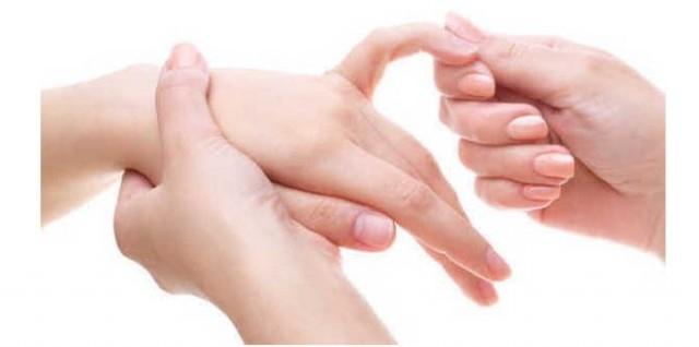 Xoa bóp ngón út,ngón tay,bấm huyệt,mẹo sức khỏe,xoa bóp