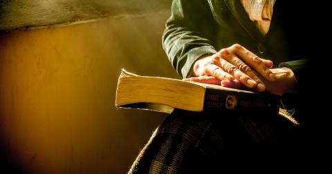 Jim Rohn khẳng định: đọc sách sẽ giúp bạn trở nên KHÁC NGƯỜI