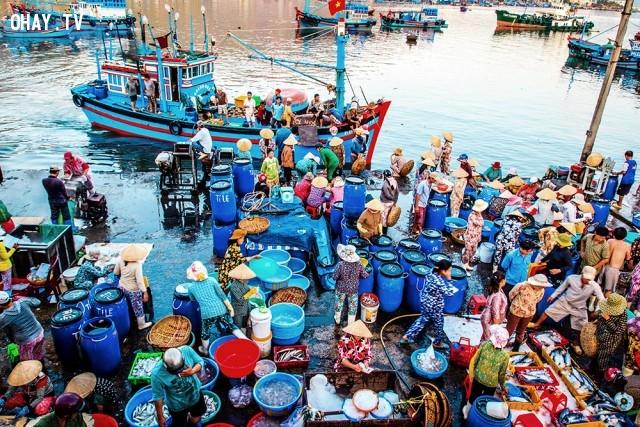 Cá tươi được chuyển thẳng từ thuyền vào chợ,ảnh đẹp,việt nam,nhiếp ảnh