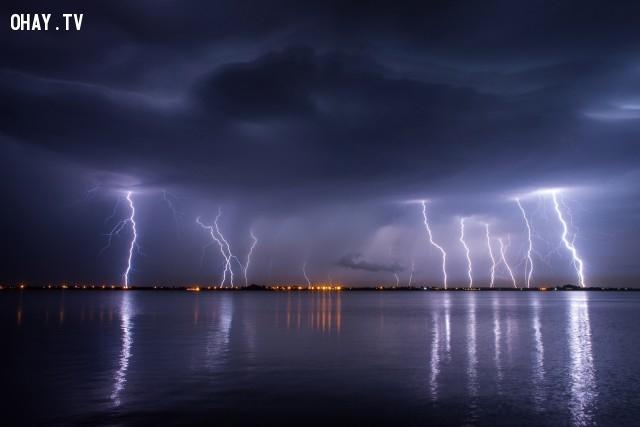 Tại bất cứ thời điểm nào trên Trái Đất cũng đều có bão có sấm sét diễn ra trong bầu khí quyển của Trái Đất.,khoa học,funfact,những điều thú vị trong cuộc sống