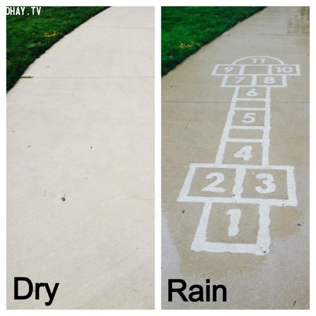 Sự khác nhau của con đường khi khô và ướt,trời mưa,nghệ thuật đường phố