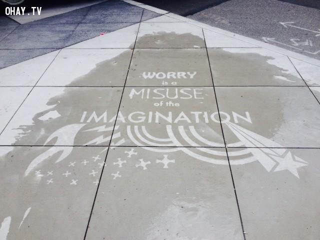 Lo lắng là lạm dụng trí tưởng tượng,trời mưa,nghệ thuật đường phố