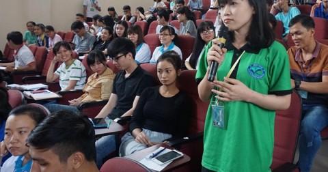 Sinh viên bức xúc vì quy định học ngoại ngữ trong trường