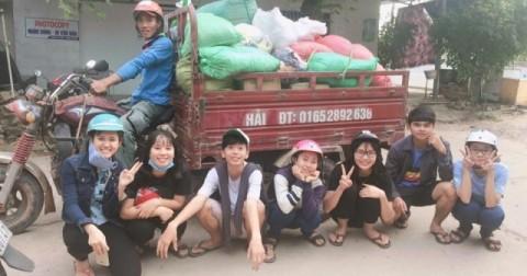 Nhóm học sinh huyện đảo Phú Quốc tự nguyện kêu gọi mọi người quyên góp quần áo cũ ủng hộ miền Trung