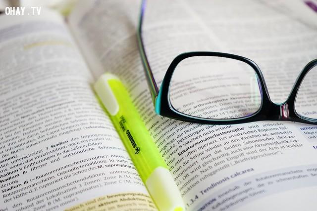 19. Mỗi buổi sáng, hãy xem hoặc đọc về điều gì đó truyền cảm hứng cho bạn,phát triển bản thân,chia sẻ,trải nghiệm,bí quyết
