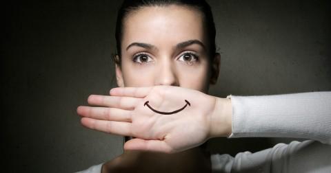 """8 chiến lược """"giả vờ"""" giúp bạn lấy lại sự tự tin trong phút chốc"""