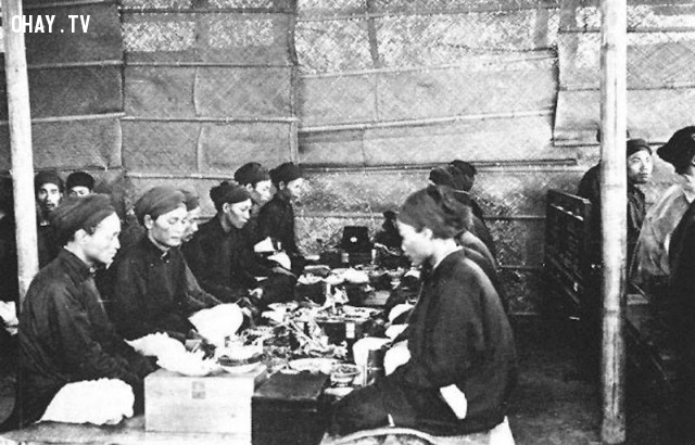 Vua ban yến cho các sĩ tử thi đậu năm 1900,Việt nam xưa,Việt Nam thế kỷ 18,Ảnh cổ Việt Nam
