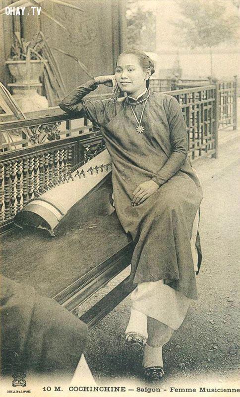 Nữ nghệ sĩ đàn tranh Sài Gòn sang Pháp biểu diễn ở Hội chợ thuộc địa Marseille năm 1906,Việt nam xưa,Việt Nam thế kỷ 18,Ảnh cổ Việt Nam
