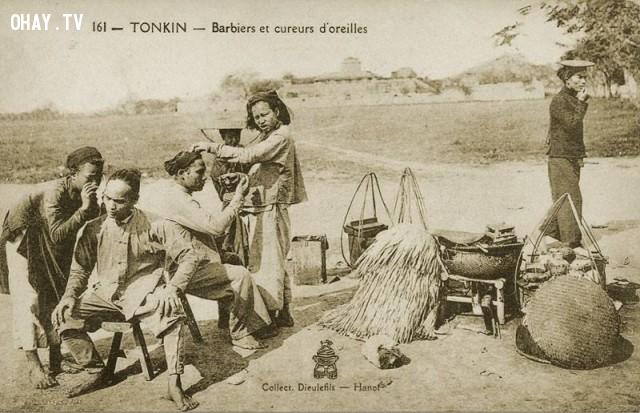 Hớt tóc và lấy ráy tai dạo ở Hà Nội cuối thế kỷ 19,Việt nam xưa,Việt Nam thế kỷ 18,Ảnh cổ Việt Nam