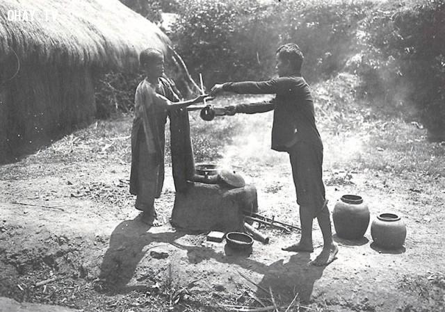 Nấu nước chè xanh đem bán ở Hà Nội 1890,Việt nam xưa,Việt Nam thế kỷ 18,Ảnh cổ Việt Nam