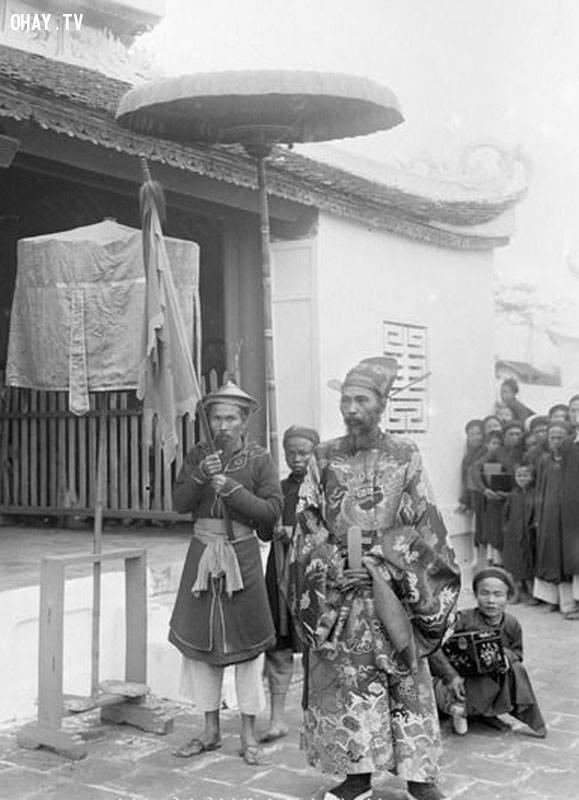 Ông Cao Xuân Dục, Tổng đốc Nam Định trong buổi lễ xướng danh kỳ thi Hương ở Nam Định năm 1897,Việt nam xưa,Việt Nam thế kỷ 18,Ảnh cổ Việt Nam