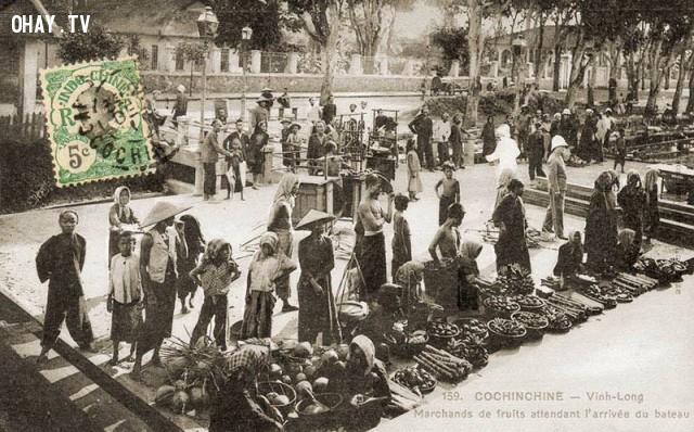 Nam kỳ - Vĩnh Long năm 1905 - Những người bán trái cây đang chờ ghe tới.,Việt nam xưa,Việt Nam thế kỷ 18,Ảnh cổ Việt Nam