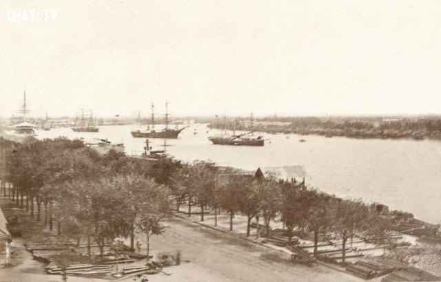 Tàu vào bến cảng Sài Gòn năm 1868, vị trí chụp gần với ngã ba Hàm Nghi - Tôn Đức Thắng hiện nay,Việt nam xưa,Việt Nam thế kỷ 18,Ảnh cổ Việt Nam