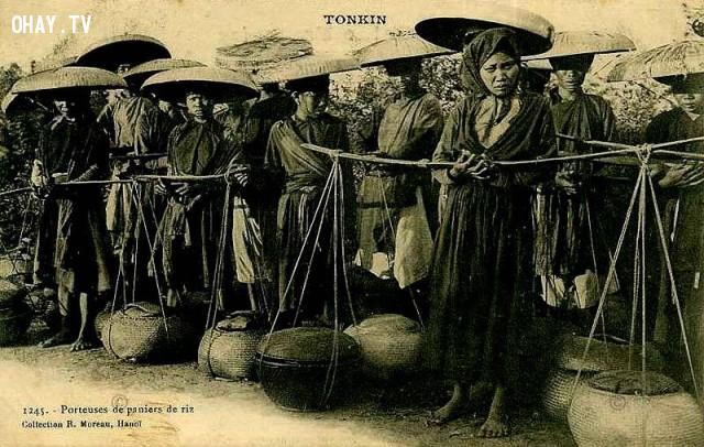 Bắc kỳ, các bà các cô làm nghề hàng xáo (mua thóc về xay giã thành gạo, cám bán kiếm lời) những năm 1890,Việt nam xưa,Việt Nam thế kỷ 18,Ảnh cổ Việt Nam