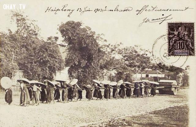 Phụ nữ kéo ru lô cán đường ở Hải Phòng 1903,Việt nam xưa,Việt Nam thế kỷ 18,Ảnh cổ Việt Nam