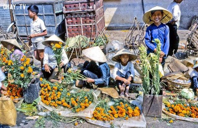 Bán hoa vạn thọ dịp Tết Kỷ Dậu 1969,Bến Tre xưa,Xứ dừa,hình xưa,ảnh cổ,ảnh lịch sử