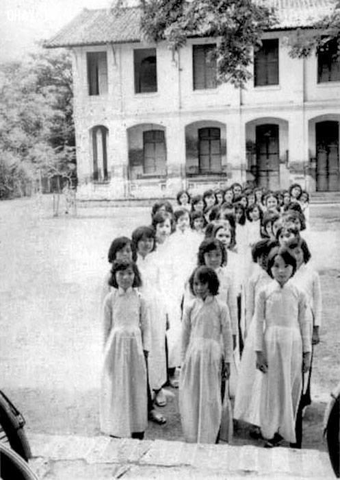 Sân trường Tiểu học nữ tỉnh lỵ năm 1968 - 1969,Bến Tre xưa,Xứ dừa,hình xưa,ảnh cổ,ảnh lịch sử