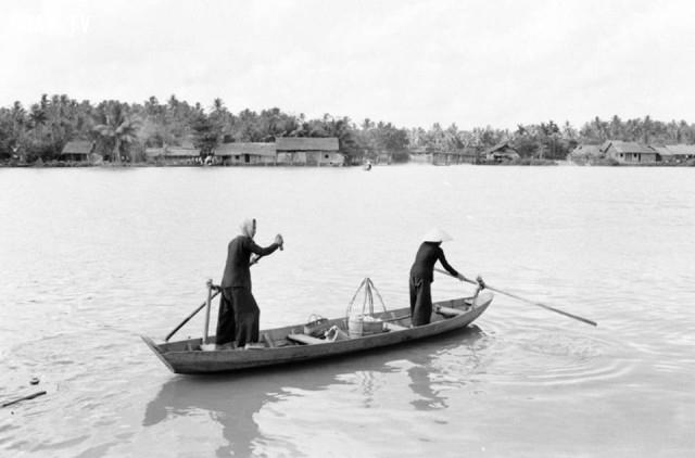 Chèo ghe trên sông Bến Tre 1965,Bến Tre xưa,Xứ dừa,hình xưa,ảnh cổ,ảnh lịch sử