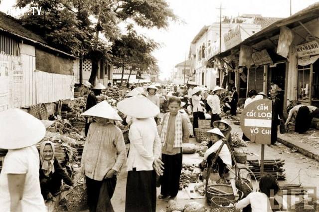 Chợ Trúc Giang - Khu hàng chuối, đầu đường Lê Lai nhìn vào, năm 1967,Bến Tre xưa,Xứ dừa,hình xưa,ảnh cổ,ảnh lịch sử