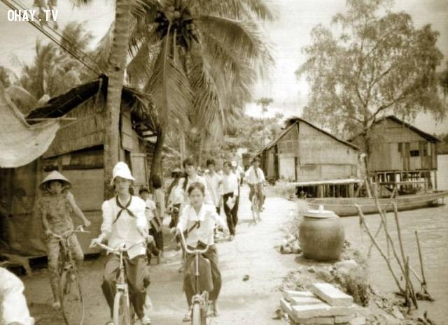 Học sinh trường Mỹ Hóa tan trường - khoảng năm 1992,Bến Tre xưa,Xứ dừa,hình xưa,ảnh cổ,ảnh lịch sử