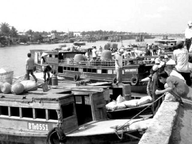 Bến đò cây mận - bờ kè bến lở Bến Tre những năm 1990,Bến Tre xưa,Xứ dừa,hình xưa,ảnh cổ,ảnh lịch sử